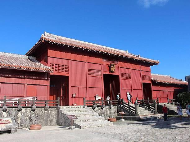 正殿などの有料エリアの入り口になっている奉神門