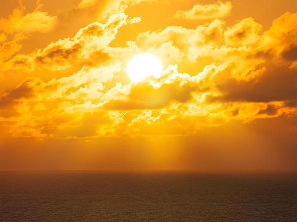 日が暮れた灯台からのながめ