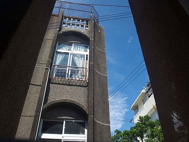 青い空が美しい沖縄の風景