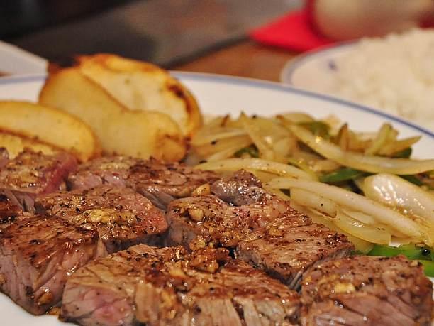 焼けた野菜と肉