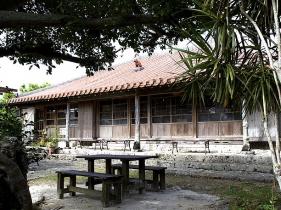 沖縄的な古民家カフェ外観