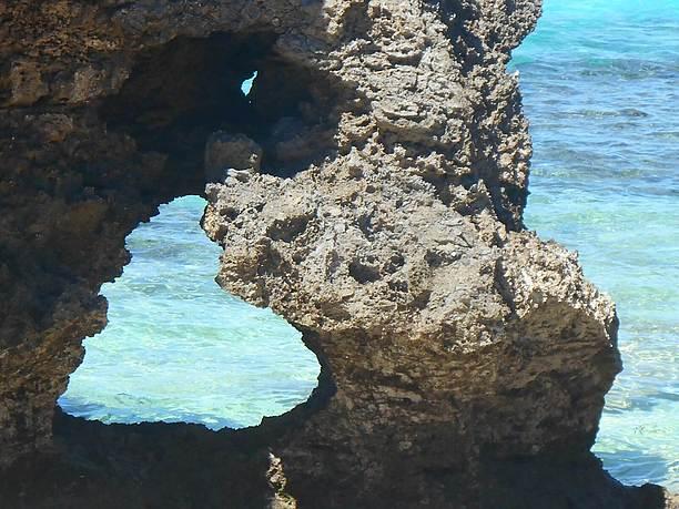 池間島のイケズビーチ近くのハート岩