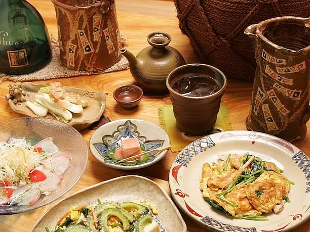 沖縄素材の料理も季節ごとにたくさんご用意