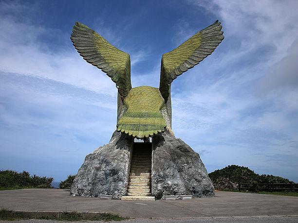 大きな鳥が展望台そのもの