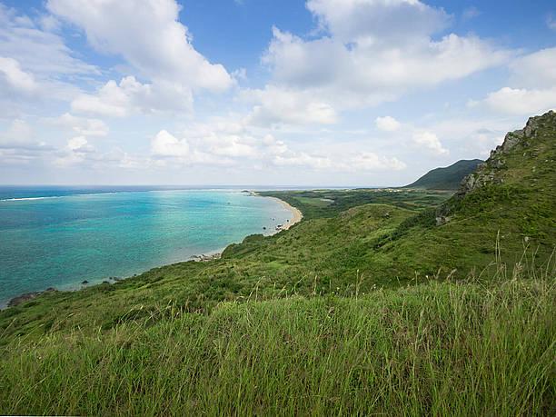 大地と海と空との色の違いに見惚れる