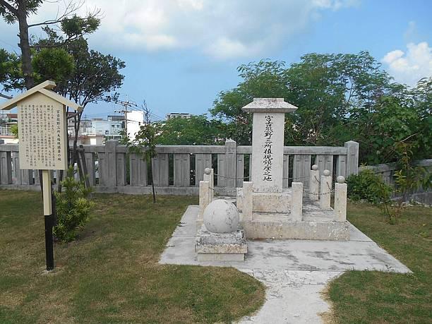 琉球王朝は瓦葺の社を造営し権現堂として祀られた