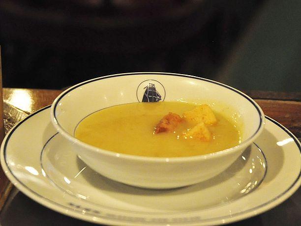 カレースープのクルトンがガーリック仕立て