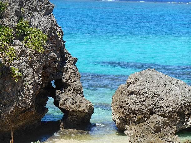 ハート岩を裏側から見ると、ある縁起の良いものの形に見えます