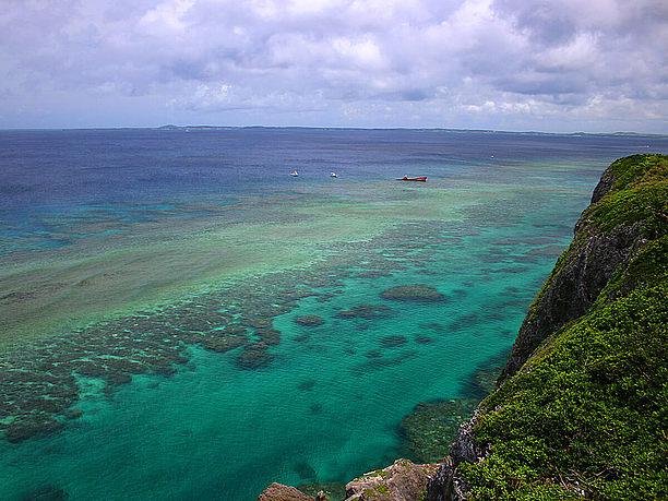 帯状に続くサンゴ礁