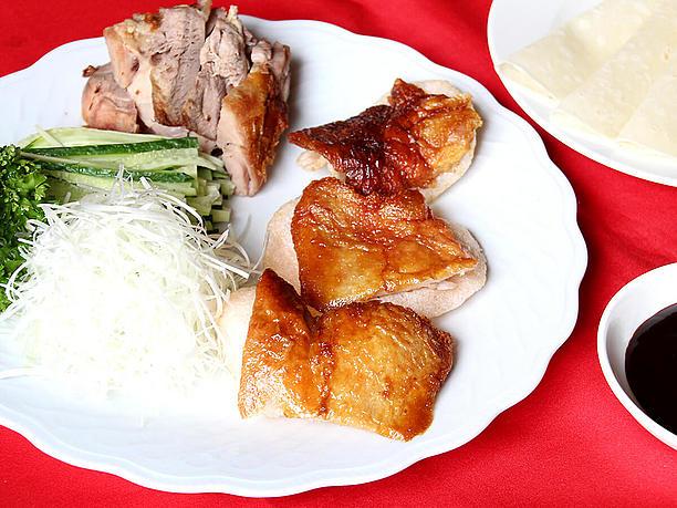 この店の看板メニューは、高級中華料理のイメージを持つ「北京ダック」