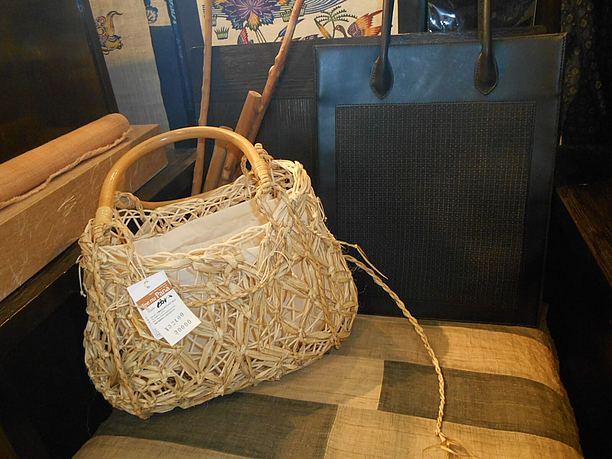 沖縄に自生する植物と 藤を組み合わせたバスケット