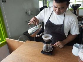 OKINAWA CERRRADO COFFEE BeansStore店主がいれるコーヒー