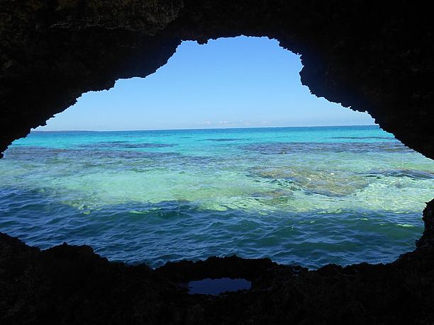 ハート岩がフレームになるようにアップで写真を撮る