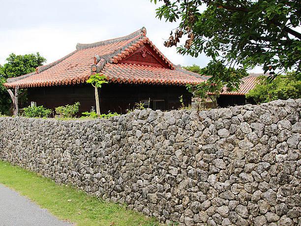 琉球赤瓦の古民家