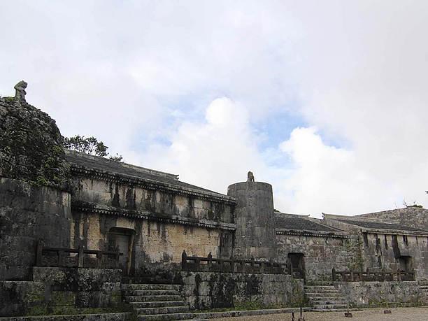 1501年頃の首里城を模して建てられた玉陵