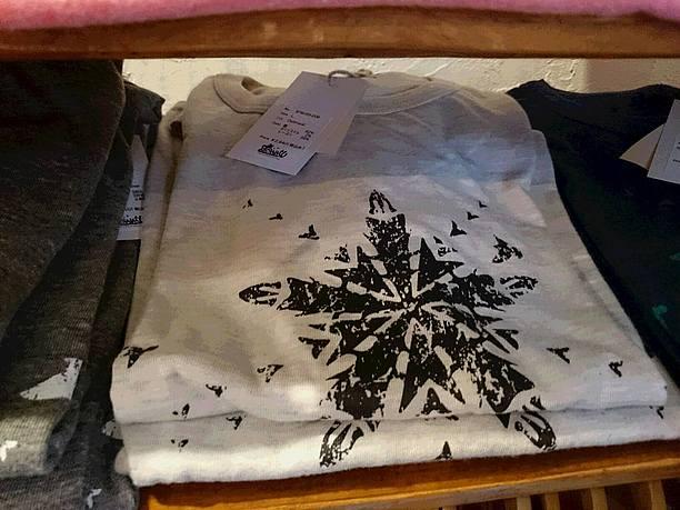 Bonmuで販売されているTシャツ