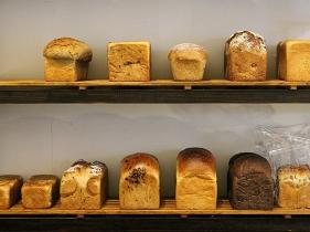 ずらっと並んだ食パン