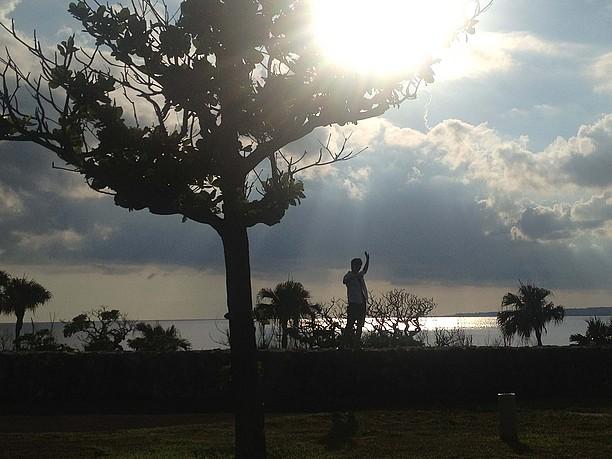 曇り空から急に顔を出した太陽