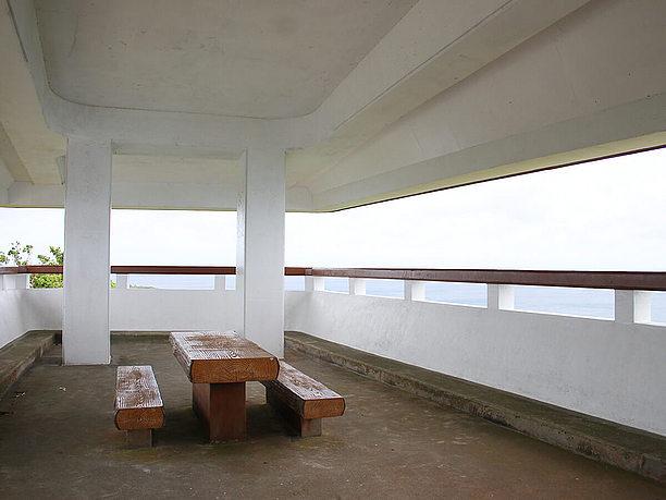 展望台のテーブルと椅子