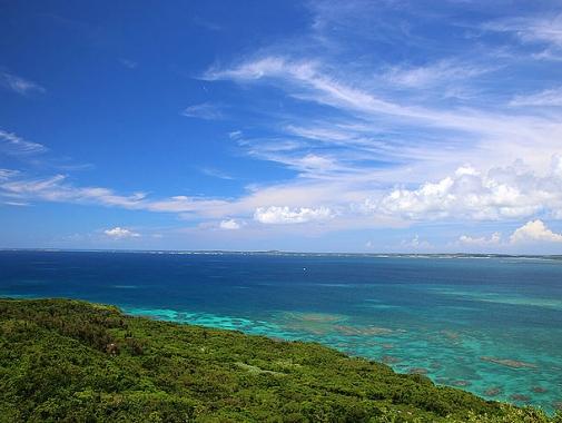 牧山展望台空と海