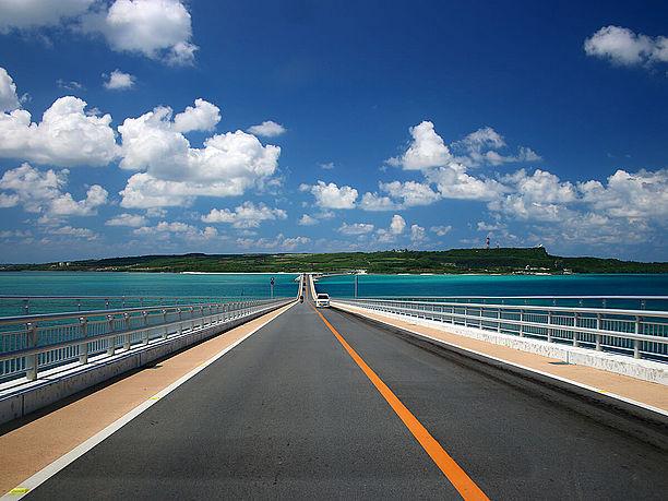 伊良部大橋の端から端