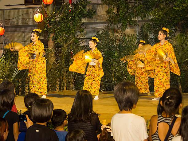 琉舞や唄三線の民謡ステージ