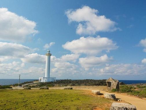 灯台と青空