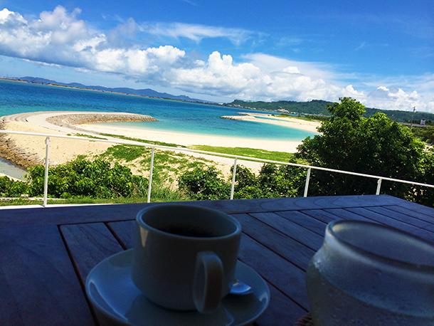 沖縄の綺麗な空と海
