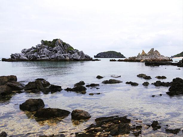 神の宿る岩(イェーンジシ)