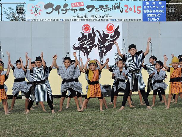 小中学生のエイサーグループ