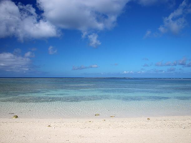 向こう側に水納島