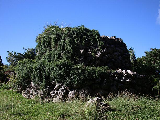 石積みの見張台跡