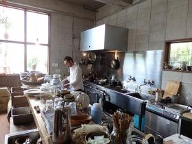 広いオープンキッチン
