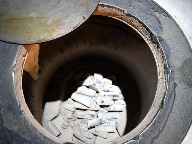 窯の中の炭