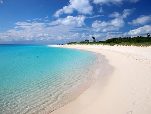 カーブになったビーチ