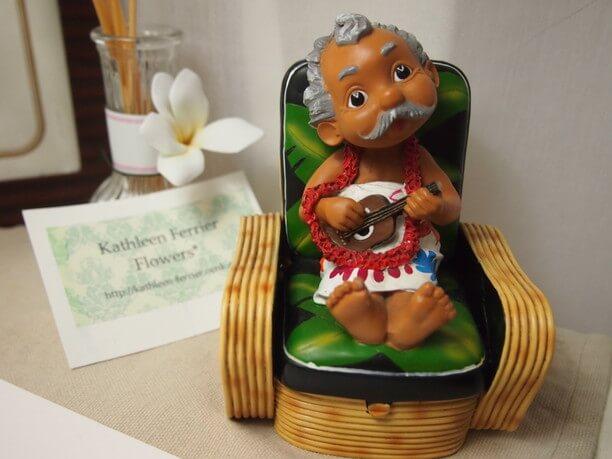 ハワイっぽい人形