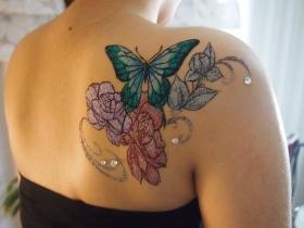 花と蝶のボディジュエリー