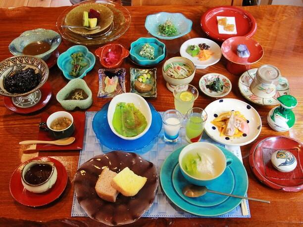 約20品のゴージャスな朝食