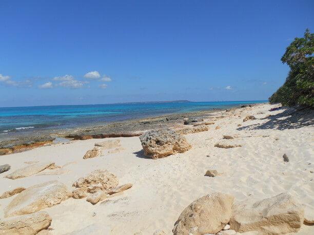 台風後の長間浜