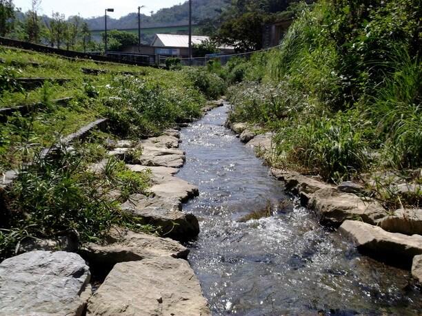 天然河川の幸地川の周辺