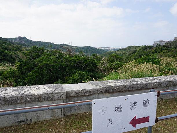 中城城跡の駐車場からの景色