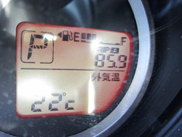 走行距離は85.9㎞と表示されたメーター