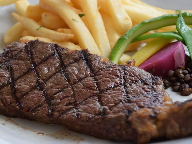 モンマルトルのステーキ