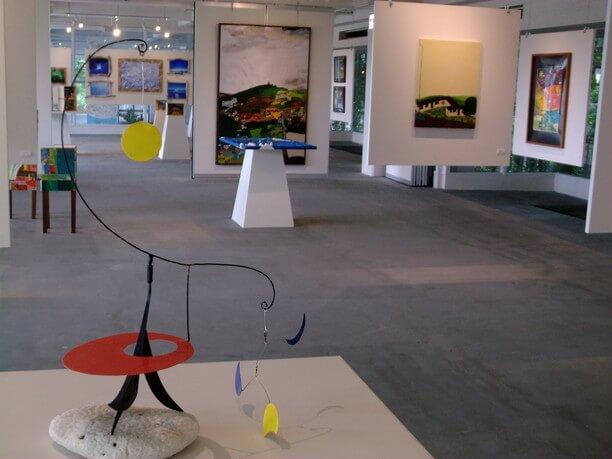 アートギャラリーに展示されている作品