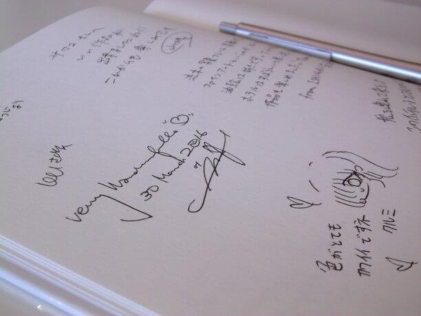 ギャラリーに置かれているノートに書かれた入場者のコメント