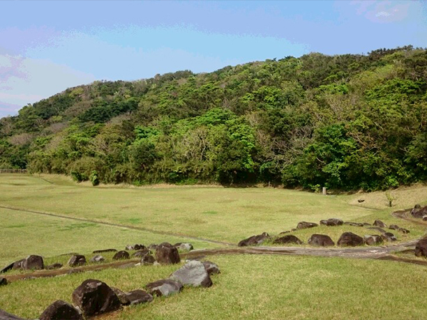 自然に囲まれた登武那覇城跡