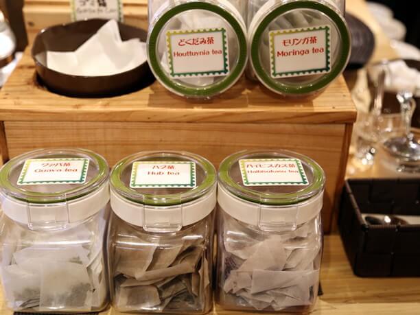野草茶、ハイビスカスティ、コラーゲン入りスープ
