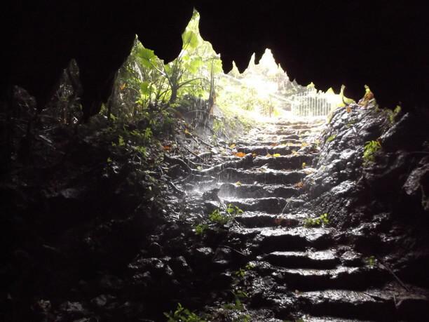 出口の階段