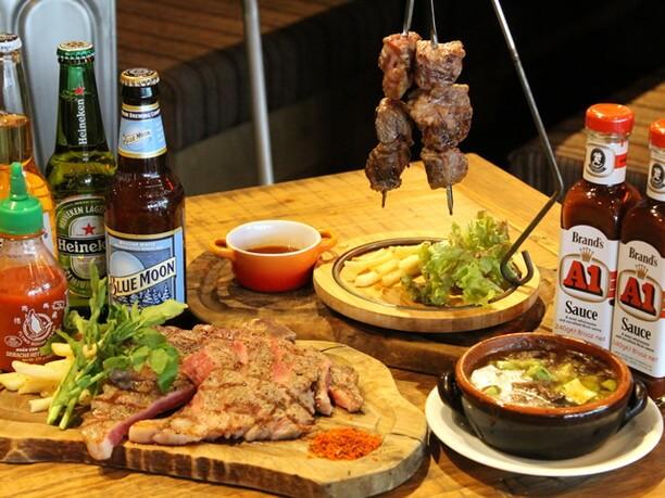 肉バルの料理