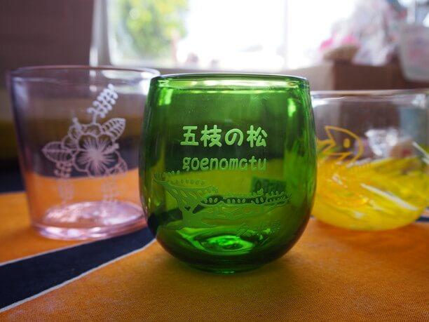 琉球ガラスに書く